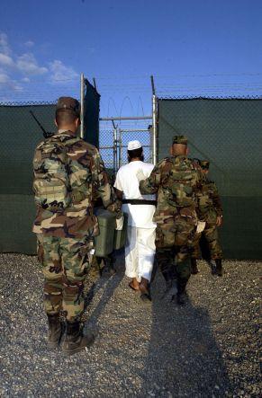 800px-Guantanamo030228-N-4936C-096