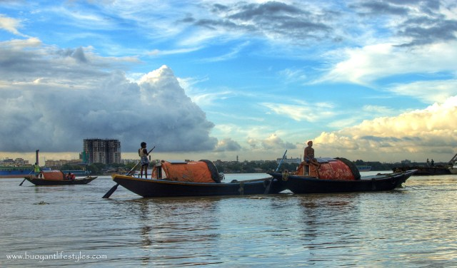 An evening by the Princep Ghat in Kolkata + what to see in Kolkata + how to visit Prinsep Ghat #Kolkata #prinsepghat #westbengal + places to see in Kolkata