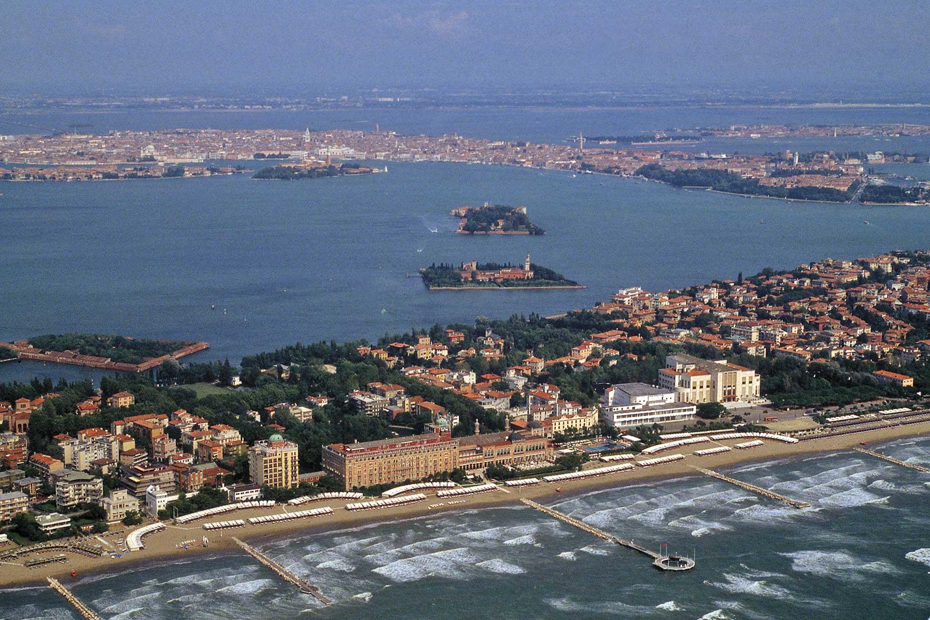 https://i0.wp.com/bur.regione.veneto.it/resourcegallery/photos/424_Venezia_ve_Lido%20e%20isole%20minori.jpg