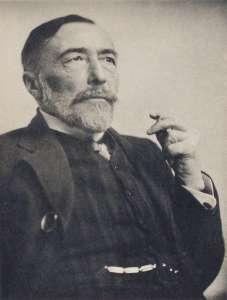 Polonya asıllı İngiliz yazar olan Joseph Conrad. Ukrayna'da doğdu. Eserlerinin kimisi romantik olarak yaftalanmışsa da Conrad'ın romantizmi belli bir alaycılıkla ve insanın kendi kendini aldatma gücüne dair sağlam bir farkındalıkla dengelenmiştir. Birçok eleştirmence modernizmin öncülerinden kabul edilir.