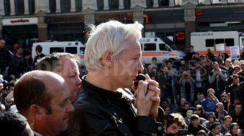 1318702469-julian-assange-joins-occupy-london-protests_875121