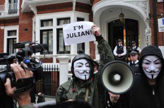 1345146037-julian-assange-granted-political-asylum-by-ecuador_1390802