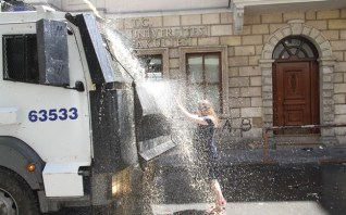 Taksim-Gezi-Parkı-Eylemci-Siyahlı-Kadın_Kate-Cullen_005