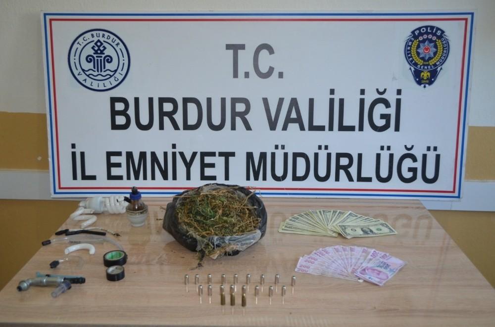 Uyuşturucuyu banknotlara sarıp satan zehir taciri yakalandı