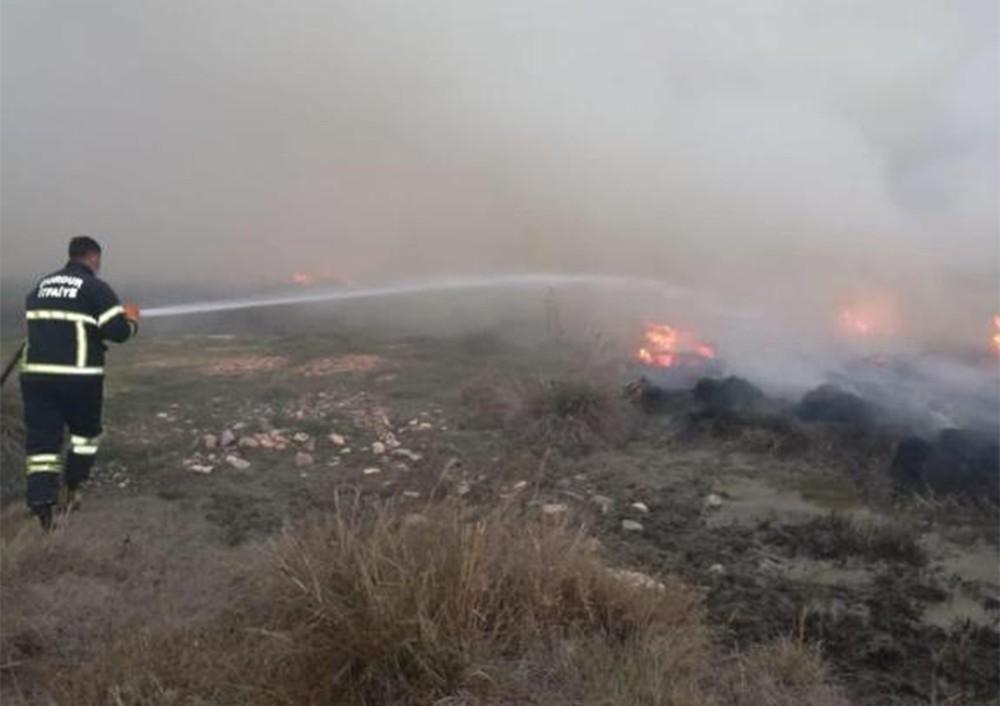 Burdur'da 50 dönüm arazi yandı, köylüler traktör ve tankerlerle su taşıdı