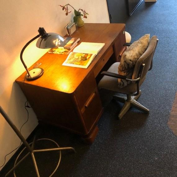Art deco bureau met lades