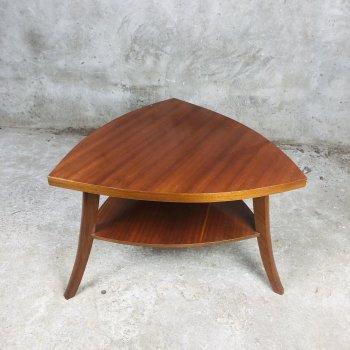 Vintage salontafel in bijzondere driehoek vorm