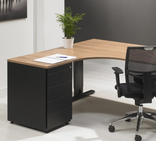 Bureau hoog ladeblok met materiaalalde en 4 lade. kleru zwart. Bureaustoelen MKB