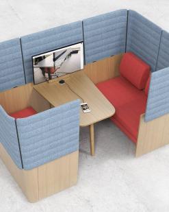 Archipelago Room in room opstelling met tafel. Bureaustoelen MKB