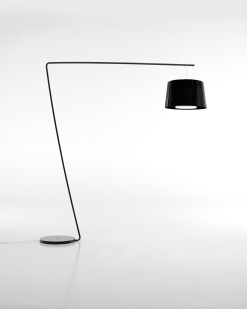 EL 001 staande lamp met brede kunststof kap. Bureaustoelen MKB