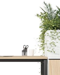 A-Tower apotherskast met plantenbak. Bureaustoelen MKB