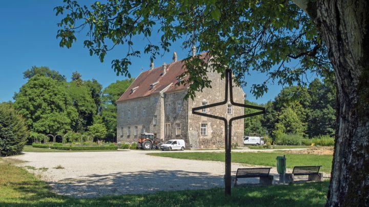 Kunsthaus hinter dem Feldkreuz