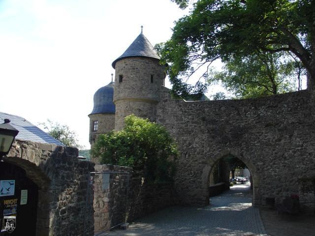 Burg Lichtenberg Ruine Spornburg  Burgenarchivde