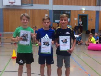 04_Jungen 6. Klasse (v. l. n. r.) 1. Platz Leon Curt Werner, 3. Platz Melvin Renner, 2. Platz Nick Henzel