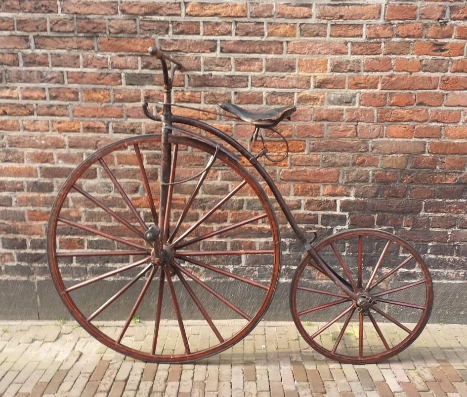 Burgers Velocipede , overgang naar hoge bi, ca. 1873. collectie Historisch museum Deventer.