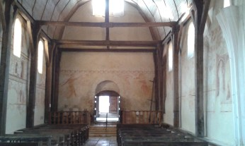 Nef de l'église Saint-Pierre de Moutiers-en-Puisaye, Yonne.