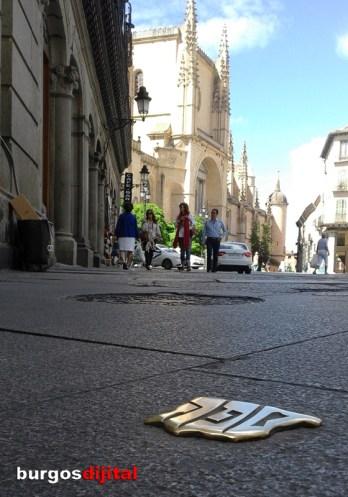 Centro de Segovia con el símbolo de Red de Juderías