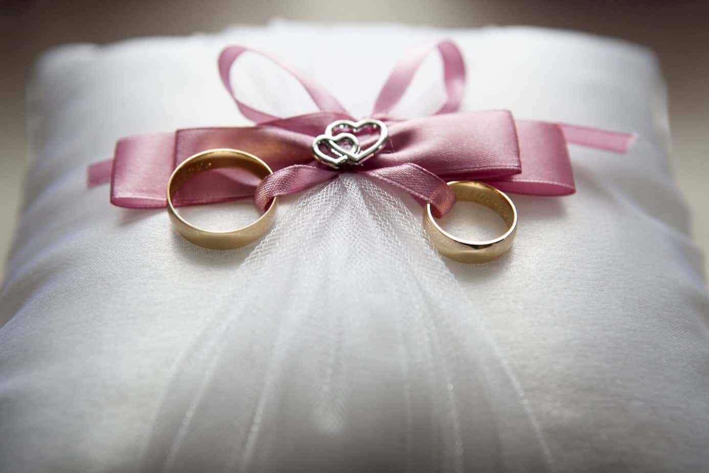 Best Burgundy Marriage Bands : Everything You Need To Know About Your Beautiful Wedding Ring set (2021)