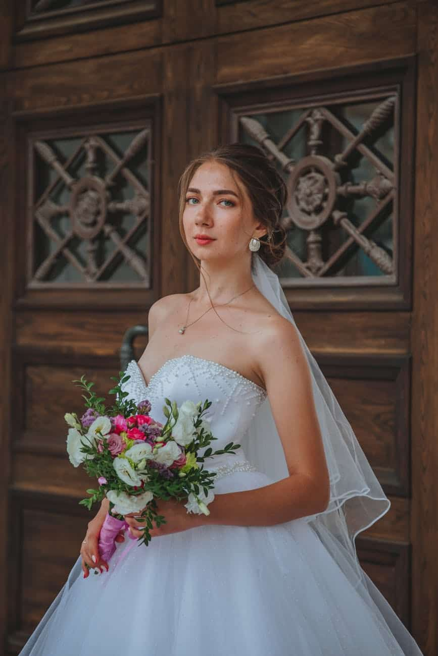 How To Choose Gorgeous Hairstyles For Wedding? A Comprehensive Guide For Your Special Day (2021)
