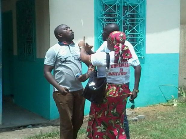 20150309 114233 Auguste Denise Barry, le ministre Burkinabé de l'administration du territoire et de la décentralisation dans le gouvernement Zida, échappe à un lynchage au consulat du Burkina Faso à Abidjan