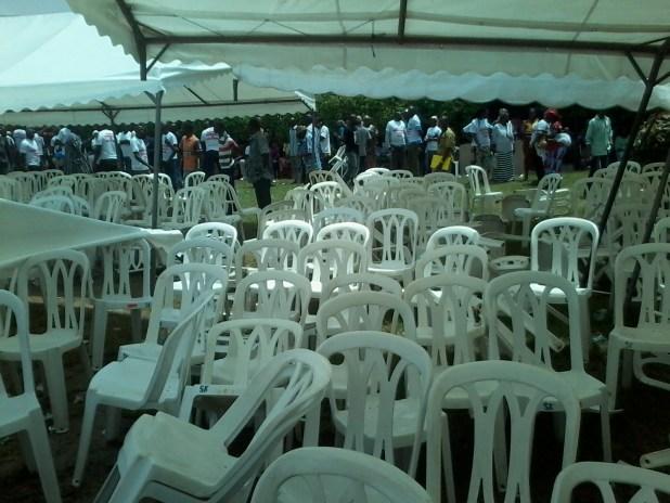 20150309 114710 Auguste Denise Barry, le ministre Burkinabé de l'administration du territoire et de la décentralisation dans le gouvernement Zida, échappe à un lynchage au consulat du Burkina Faso à Abidjan