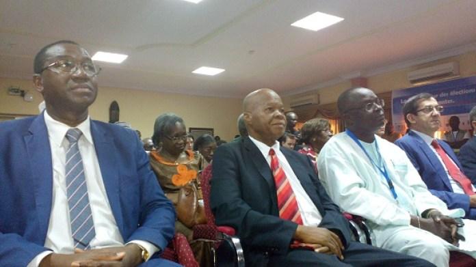 La CODEL ne publiera pas les résultats avant la CENI, selon Me Halidou Ouédraogo (2e à partir de la gauche)