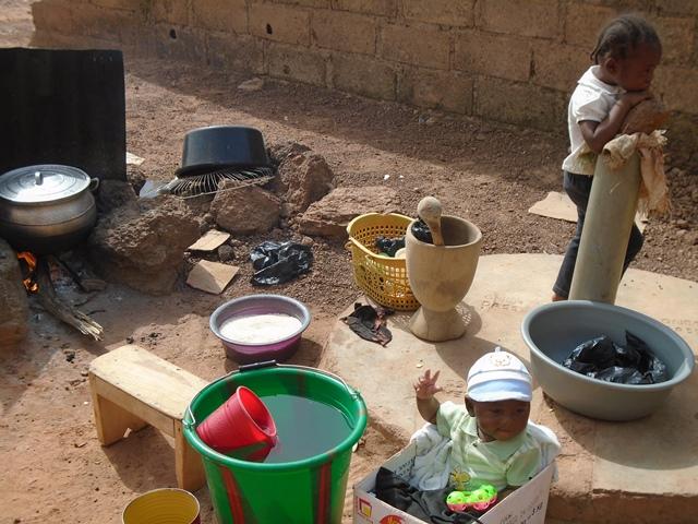 Les enfants paient aussi un lourd tribut à la fumée des cuisines