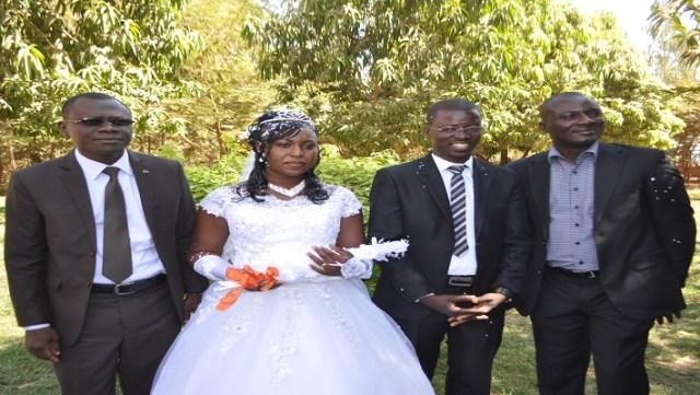 Aux extremités, les deux témoins, le ministre René Bagoro et le médecin Pogbi Kabré