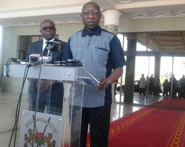 Le Premier ministre Paul Thiéba annonçant les mesures gouvernementales à l'issue du conseil des ministres de crise