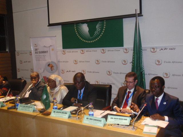 Le président du Parlement panafricain (micro) a été de la plupart des grandes rencontres du 26e sommet de l'UA tenu à Addis Abeba