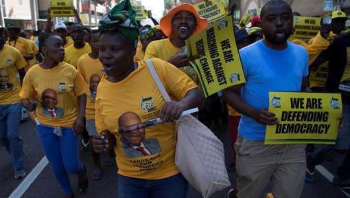 Supporters of South African President Jacob Zuma march to the City Hall in Durban, South Africa, October 15, 2016. REUTERS/Rogan Ward