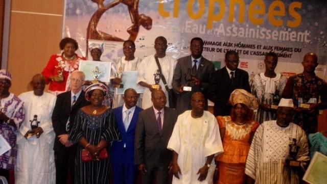 Photo de famille des lauréats de l'édition 2016 des trophées de l'eau
