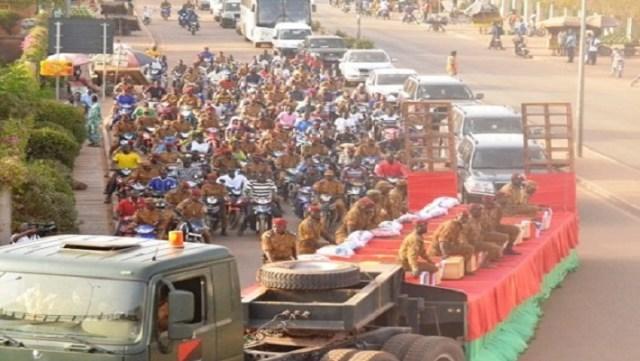 Les 12 soldats assassinés ont eu droit des hommages populaires