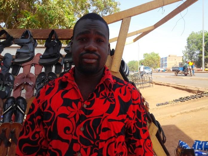 Souleymane Ouédraogo, vendeur  de chaussures, a laissé entendre que le nombre de commerçants installés dans les environs de la chapelle tourne autour de  100