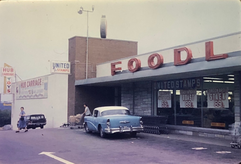 IGA Foodliner and Hub Carriage toy store Burlington MA 1962