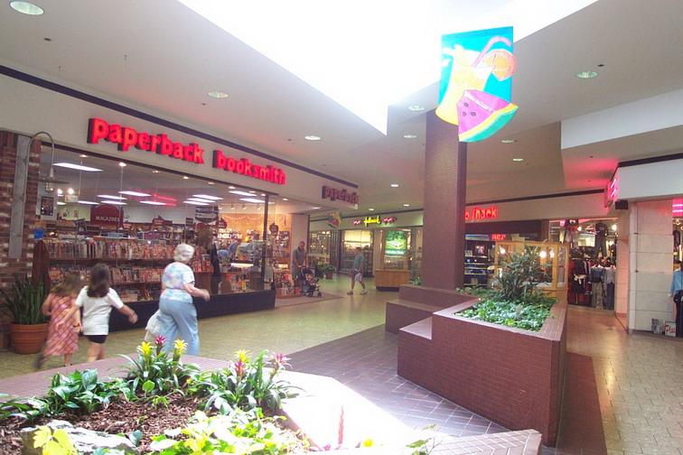 Woburn Mall 2001 -15