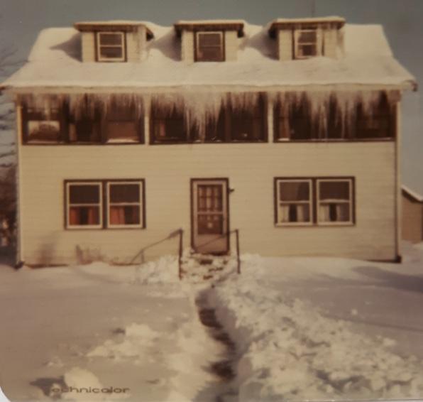 Roebuck house 1970, Woods Corner, Burlington MA. Photo credit: Mary (Roebuck) Oliver