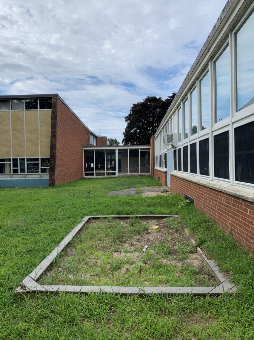Daniel P. Hurld Elementary School 24 Woburn MA