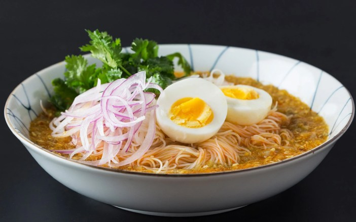 Mohinga-Myanmar-Street-Food
