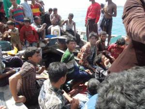 ဖူးကက်မြို့သို့ရောက်ရှိလာ ဘင်္ဂါလီလှေစီးဒုက္ခသည်များ(Internet)