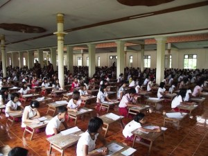 သာသနာ ၂၅၀ဝ ကျောင်းတွင် ကျောင်းသား/သူများ စာဖြေဆိုခဲ့စဉ် (အဇ္ဇမန်) Facebook