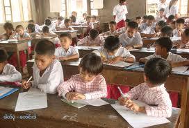 မွန်ကျောင်းသားကျောင်းသူများ စာပေသင်ကြားနေစဉ်