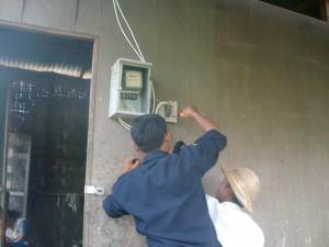 အိမ်သုံးလျှပ်စစ်မီတာ တပ်ဆင်နေပုံ(internet)