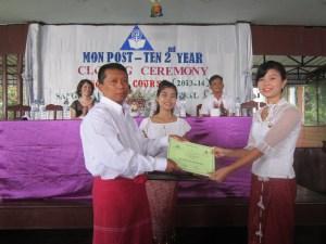 အိုင်ကွမ်းက သင်တန်းဆင်းလက်မှတ်ပေးအပ်စဉ်(BNA)