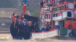 ထိုင်းငါးဖမ်းလှေတွင်မြန်မာအလုပ်သမားများ(Internet)
