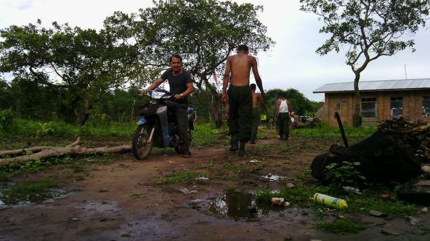 DKBA စခန်းတွင် အစိုးရတပ်ဖွဲ့၊ ရဲများကိုအင်္ကျီမပါတွေ့ရစဉ်(ZL)