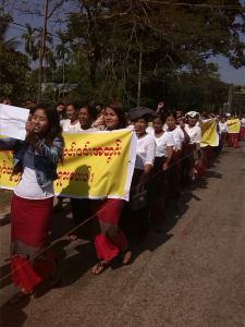 ကျိုက်မရောမြို့တွင် ဆန္ဒပြနေပုံ(MA)