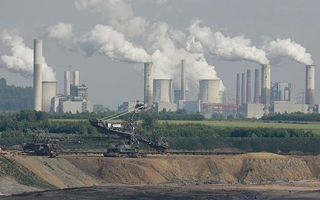 ကျောက်မီးသွေးသုံးလျှပ်စစ်စက်ရုံမှ မီးခိုးပြာများထွက်နေပုံ(Internet)