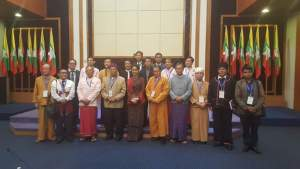 နိုင်ငံတော်အတိုင်ပင်ခံပုဂ္ဂိုလ်နှင့် UNFC ခေါင်းဆောင်များ အမှတ်တရဓါတ်ပုံ(Hla Maung Shwe)