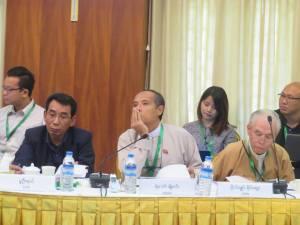 """""""(ဝဲဘက်အစွန်) အောက်တိုဘာ ၂၀ နိုင်ငံရေးဆွေးနွေးမှုဆိုင်ရာ မူဘောင်ပြန်လည်သုံးသပ်ခြင်း အစည်းအဝေးတွင် DPN အဖွဲ့ ခေါင်းဆောင် ခူဦးရယ်ကို တွေ့ရစဉ်(Hla Maung Shwe)"""